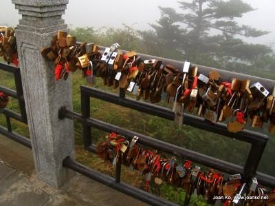 Mount E'mei lovers locks