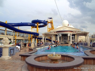 Top deck swimming pool on the Star Cruises Virgo